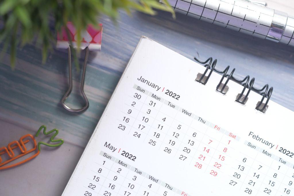 Calendar that reads January 2022